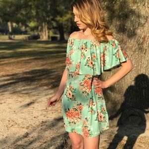 Dresses & Skirts - Off Should Ruffle Dress in Mint
